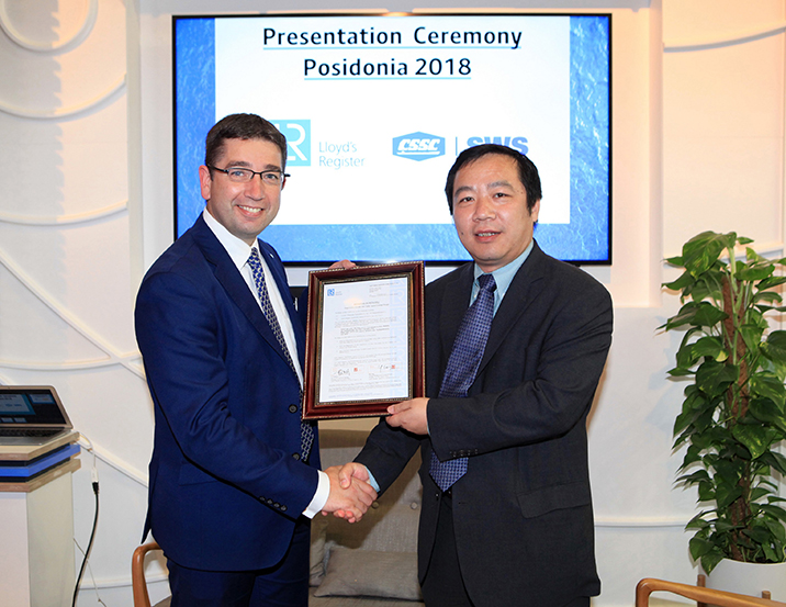 web LR's Nick Brown presents AiP to Dr Chen Gang of SWS at Posidonia