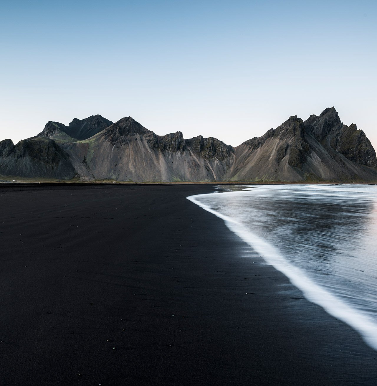 Stokksnes, Hofn, Eastern Iceland, Iceland. Vestrahorn mountain seen by the bay
